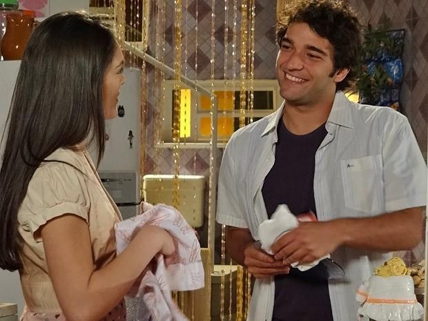 Cida chama Elano de irmão e agradece ajuda (Foto: Cheias de Charme / TV Globo)