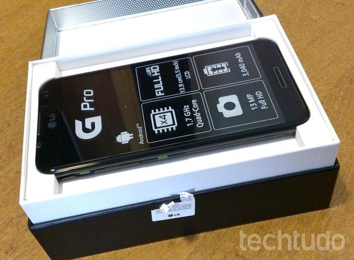 LG Optimus G Pro sai da caixa: configurações de respeito (Foto: TechTudo / Fabrício Vitorino)