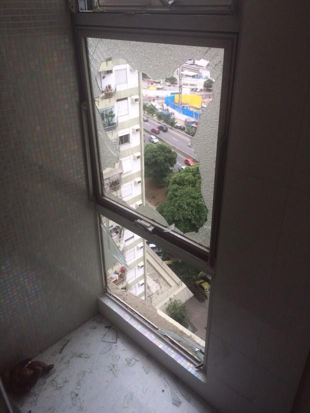 Mouhamed Harfouch mostra fotos de seu apartamento após explosão em prédio vizinho (Foto: Arquivo Pessoal)