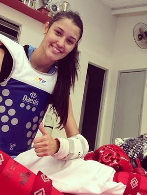 Talisca Reis é derrotada por atleta da casa na categoria até 53kg, mas conquista torcida mexicana com sua beleza (Foto: Reprodução / Facebook)