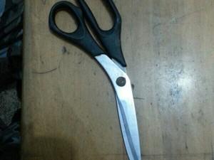 Jovem ameaçava a família com uma tesoura (Foto: Ascom/Bope-AP)