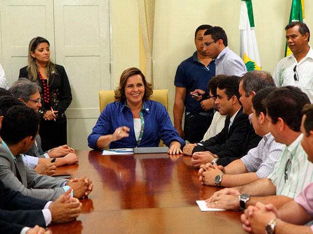 Prefeita Cláudia Regina em reunião na Prefeitura de Mossoró antes da nova cassação. (Foto: Raul Pereira/Prefeitura de Mossoró)