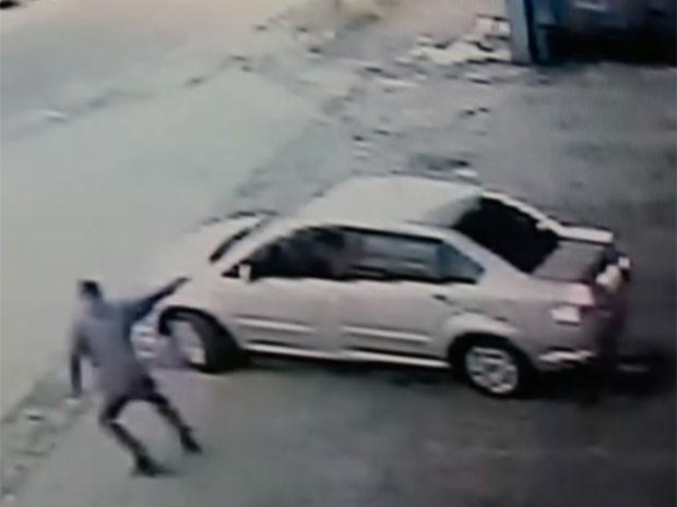 Criminoso dispara em guarda-civil na Zona Leste de São Paulo (Foto: Reprodução/TV Globo)