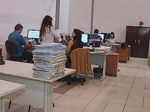 Solução do problema foi a locação de um salão de festas na Vila Aviação (Foto: Reprodução/TV Tem)