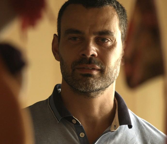 Cesar se emociona ao lembrar tragédia do passado (Foto: TV Globo)
