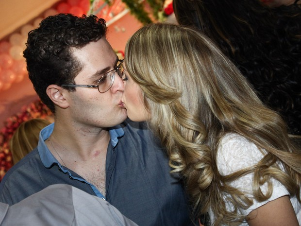 Pedro Leonardo com a mulher, Thais, em festa da filha em Goiânia (Foto: Manuela Scarpa/ Foto Rio News)