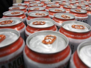 Australiano foi parado dirigindo bêbado e alegou que havia consumido 90 latas de cerveja (Foto: Pat Wellenbach/AP)