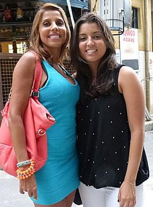 Paula Pereira ficou toda orgulhosa com a visita da filha (Foto: Salve Jorge/TV Globo)