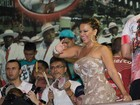 Viviane Araújo usa look elegante para noite de samba no Salgueiro