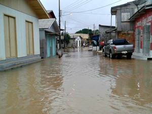 Nível do Rio Tarauacá ultrapassou 2m da cota de alerta nesta segunda (30), diz coordenador da Defesa Civil (Foto: Charles Souza/Arquivo pessoal)
