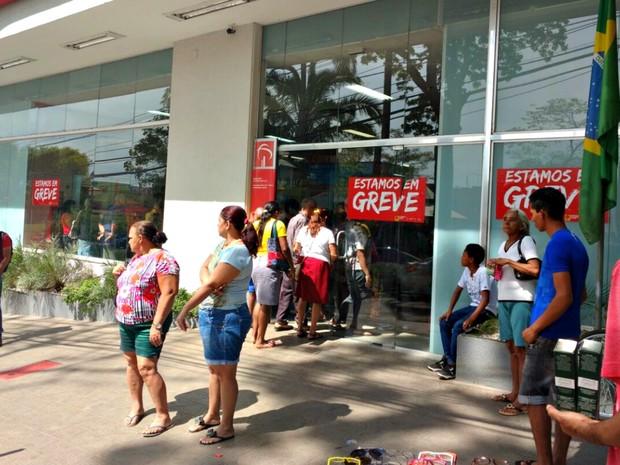 Greve dos bancários chega na quarta semana com 47 agências fechadas no Acre (Foto: Caio Fulgêncio/G1)