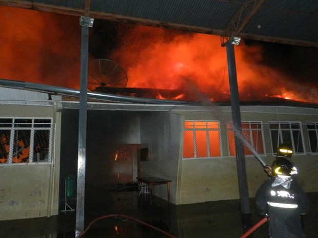 Incêndio em escola de Três Lagoas (Foto: Celso Daniel/Rádio Caçula)