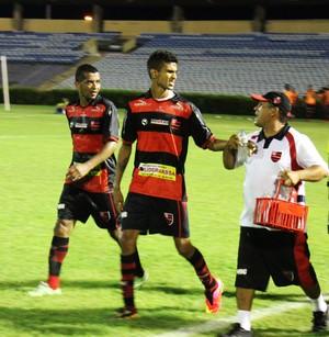 Augusto comemora gol do Flamengo-PI (Foto: Abdias Bideh/GloboEsporte.com)
