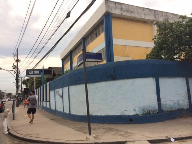 Rio de Janeiro Escola municipal que fica na região da Cidade de Deus não teve aulas na manhã desta segunda-feira (26), após ataque à UPP (Foto: Mariucha Machado/ G1)