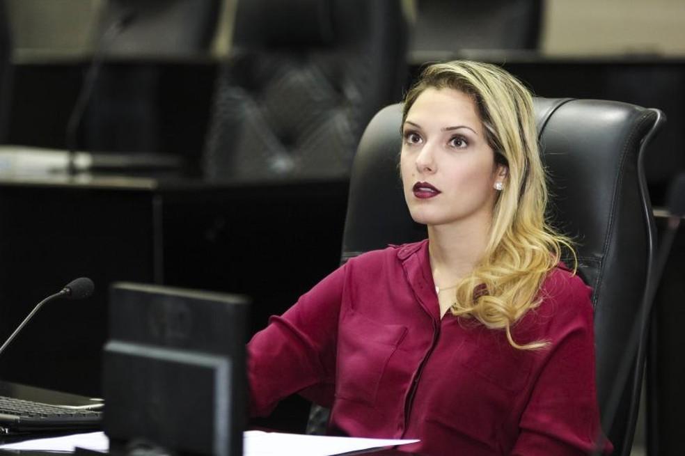 Deputada Janaína Riva, que faz oposição ao governo,  teve o telefone grampeado (Foto: Marcos Lopes/ALMT)