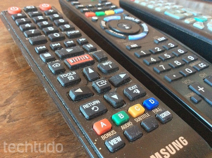 Sujeira acumulada pode oxidar os contatos do controle remoto  (Foto: Felipe Alencar/TechTudo)