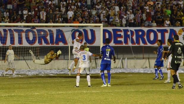 Jogo empatado no Médici (Foto: João Áquila/GLOBOESPORTE.COM)