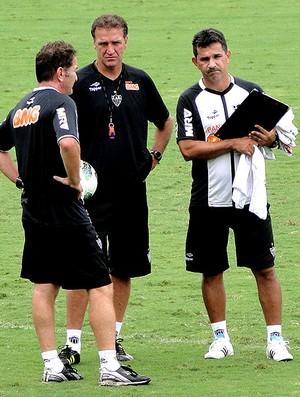 Cuca no treino do Atlético-MG (Foto: Fernando Martins / Globoesporte.com)