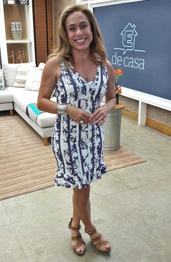Cissa Guimarães posa para mostrar o look do dia no 'É de Casa' (Foto: Larissa Moggi / Gshow)