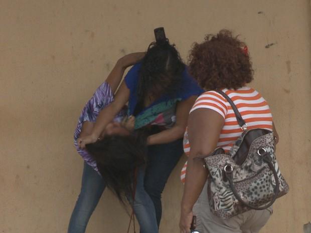 Mulheres brigaram por causa de dentento em Pedrinhas (Foto: Reprodução/TV Mirante)