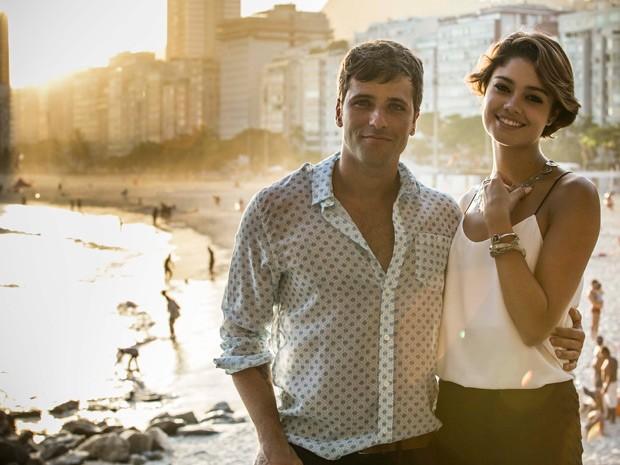 Bruno Gagliasso e Sophie Charlotte dão show de beleza na praia do Leme (Foto: Raphael Dias/Gshow)
