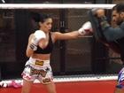 Bella Falconi mostra aula de muay thai: 'Rumo ao progresso'