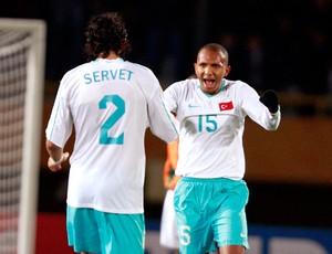 Mehmet Aurelio com a camisa da seleção da Turquia 2 (Foto: Arquivo/Reuters)