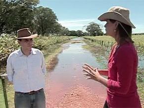 Mariana Queiroz entrevista o professor Roberto Silveira (Foto: Divulgação)