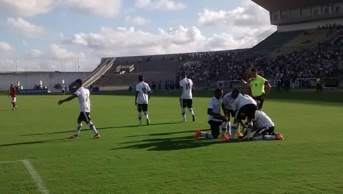 Botafogo-PB x Vitória, gol de Wanderson (Foto: Expedito Madruga (GloboEsporte.com/pb))