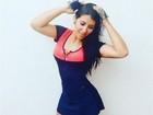 Priscila Pires capricha na pose para mostrar look antes de malhar