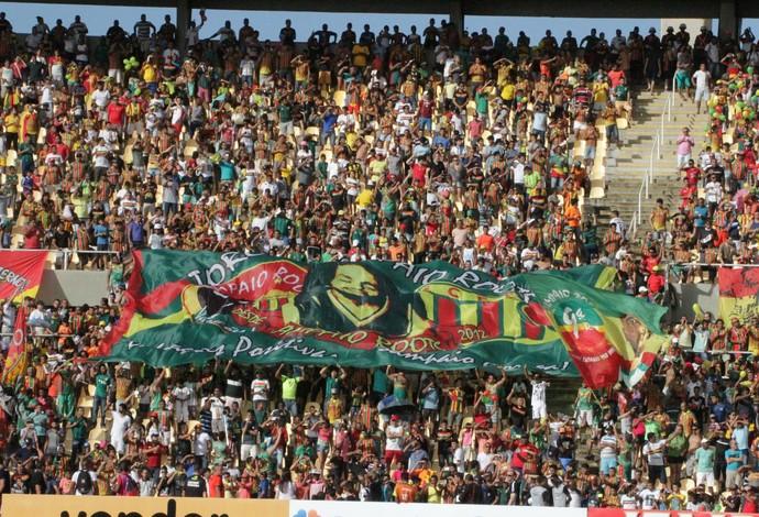 Torcida do Sampaio compareceu e fez uma série de homenagens ao ídolo tricolor (Foto: De Jesus / O Estado)
