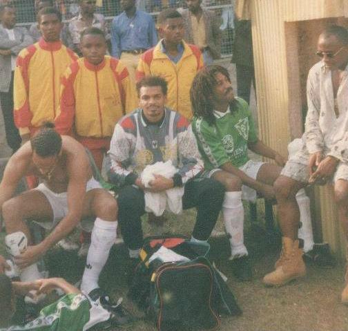 Félix e Eto'o jogaram juntos nas categorias de base camaronesas (Foto: Arquivo pessoal)
