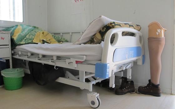 No centro pós-operatório da Médicos sem Fronteiras (MSF), no campo de Za'atari, pacientes têm acesso a fisioterapia e próteses para substituir membros amputados (Foto: Teresa Perosa/ ÉPOCA)