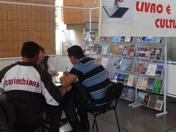 Projeto oferece livros aos usuários no terminal de Avaré (Foto: Divulgação/Prefeitura de Avaré)