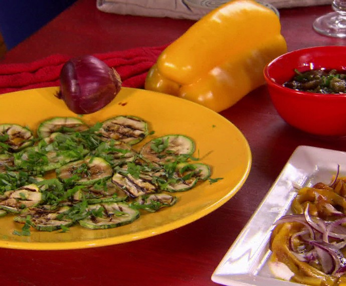 Carpaccio de abobrinha, pasta de berinjela e pimentão em conversa de Ana Lúcia Torre (Foto: Estrelas / TV Globo)
