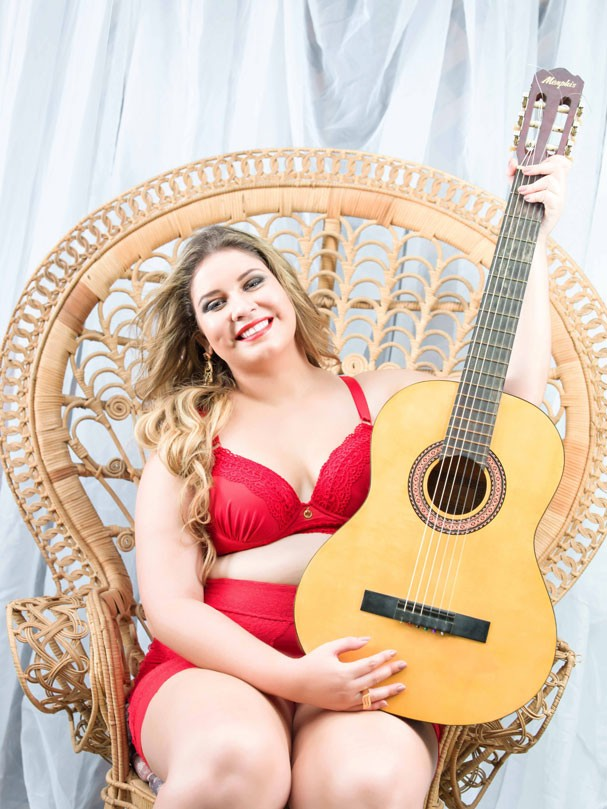 Marília Mendonça em campanha de lingerie (Foto: Divulgação)