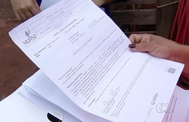 Exames estão prontos há um ano e meio à espera de consulta (Foto: Reprodução/TV Anhanguera)