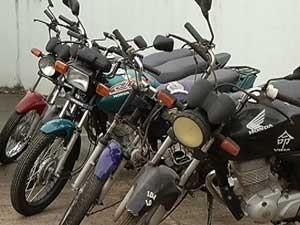 Motos estão paradas sem documentação (Foto: Reprodução/TV Integração)