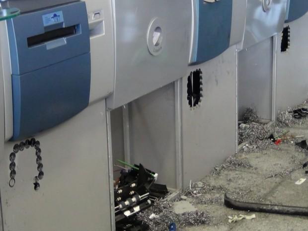 Arrombamento caixas eletrônicos Teresópolis (Foto: Claucio Mizael)