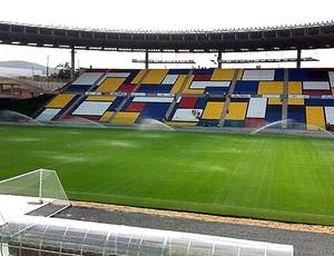 Mosaico mondrian estádio Kleber Andrade treino camarões (Foto: Bruno Marques)