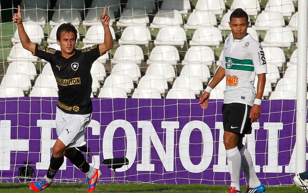 lucas botafogo gol coritiba (Foto: Rodolfo Buhrer / Agência Estado)