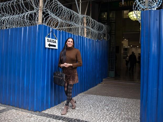 Márica Rocha na saída do Fórum João Mendes, no Centro de SP. Prédio passa por reforma  (Foto: Marcelo Brandt/G1)