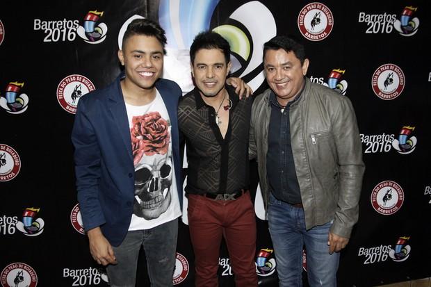 Zezé Di Camargo e Luciano com Felipe Araújo (Foto: Celso Tavares/EGO)