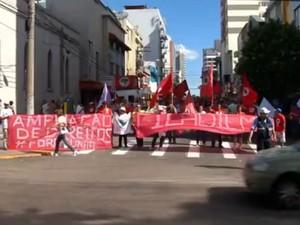 Em Passo Fundo, cerca de 250 participaram de ato, conforme organização (Foto: Reprodução/RBS TV)