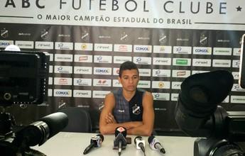 Erivélton pede concentração ao ABC e revela conselhos de Lúcio Flávio