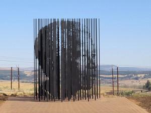Escultura no Nelson Mandela Capture Site, local onde o líder foi capturado antes de ser preso (Foto: Anesh Debiky / AFP)