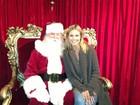 Em rede social, Heidi Klum posta foto ao lado de Papai Noel