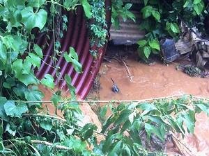 Córrego em Viçosa, MG (Foto: Matheus de Castro Brandão/VC no MGTV)