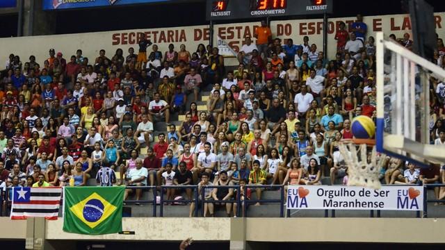 Torcida maranhense lota arquibancadas (Foto: Divulgação/Secom)