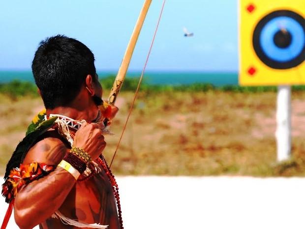 Prática do arco e flecha é uma alternativa para quem deseja conhecer a aldeia indígena (Foto: Hadja)